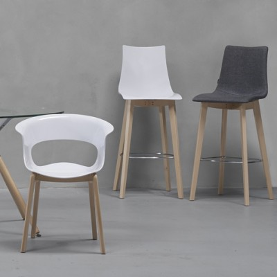 Café seating by Bracken Office Interiors, suppliers of contemporary office furniture